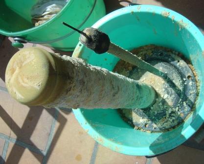 Anode tungstene d'un ballon électrique rongée par la corrosion